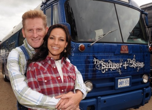 Rory Feek back on stage